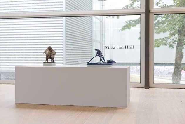 Maja van Hall, Sloofje (1967) en Jurriaan bij de kapper (1964).© Jordi Huisman, Museum De Paviljoens