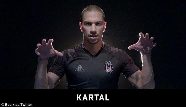La afición del equipo de fútbol Beşiktaş es conocida por ser una de las más ruidosas del mundo. En noviembre de 2016, los jugadores pidieron por primera vez un grito silencioso en lengua de signos turca contra el racismo.