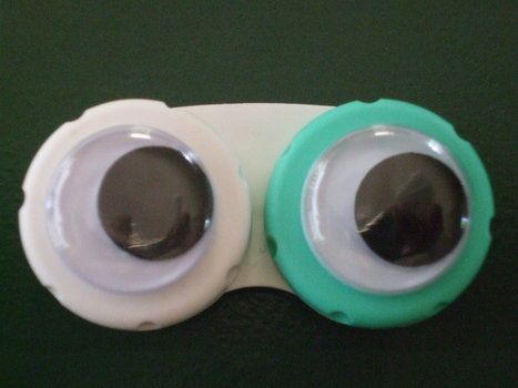 Cheap and simple contact lens case for pediatric patients