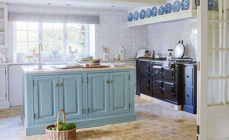 Kiminik house blue shaker kitchen - Period Living magazine.   #kitchens #shakerkitchen #interiors