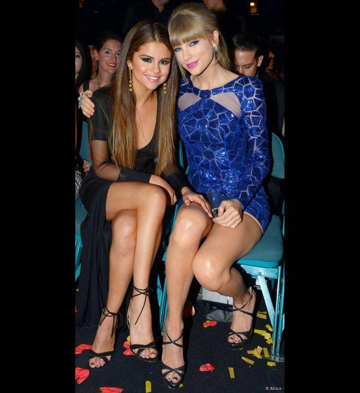 Selena Gomez et Taylor Swift posant lors des Billboard Music Awards le 19 mai 2013.