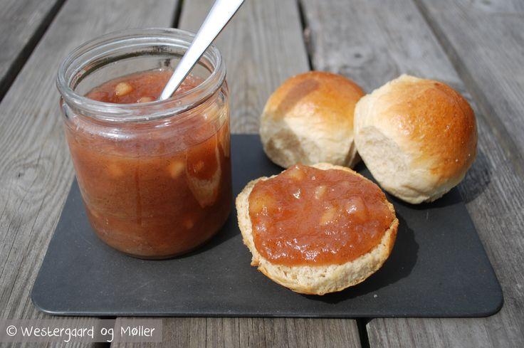 Rabarbarmarmelade med æble og vanilie