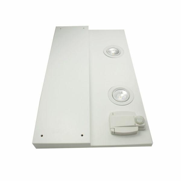STAR-LIPPA oikea 600 MM valkoinen 2 lamppua+muuntaja    Led-valaisinlippa 600x280mm valkoinen (maalattu mdf RAL9011)2 x 3W led-spotilla ja suojamaadoitetulla pistorasialla (oikeassa reunassa), mukana korokepala 600x133x19mm. IP44.  Kytkentä 230V 50hz maadoitettuun verkkovirtaan. Suositellaan syöttöjännitteen vikavirtasuojaamista. Kytkennät saa tehdä vain valtuutettu sähköasentaja.   #helatukku #star #valolippa
