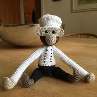 Der skal selvfølgelig også en kok til @kokogvin #hannes_haeklerier #hækletosse #hækletabe #hæklet #mitkajbojesen #kokogvin