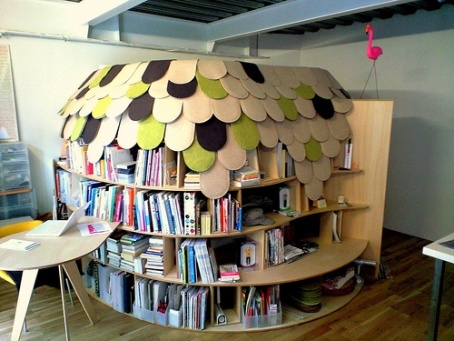 A reading hut. There's a door on the right hand side where you can go in and read in peace!