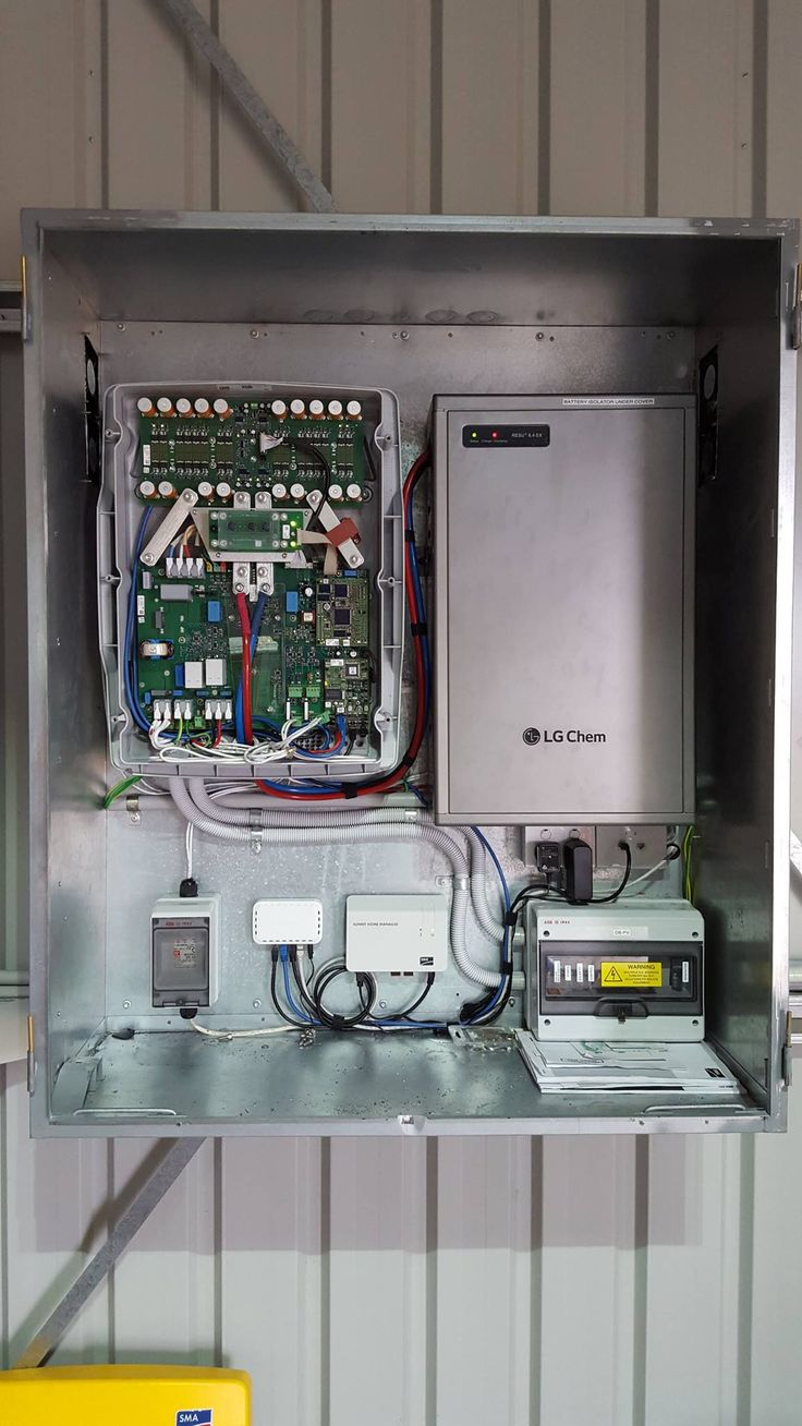 SMA LG with full comms, fans and generator backup.