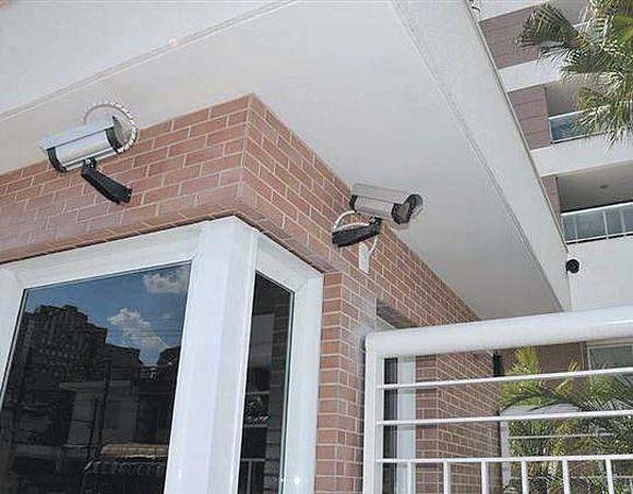 Contrate uma empresa especializada ou equipe residência com itens de segurança.