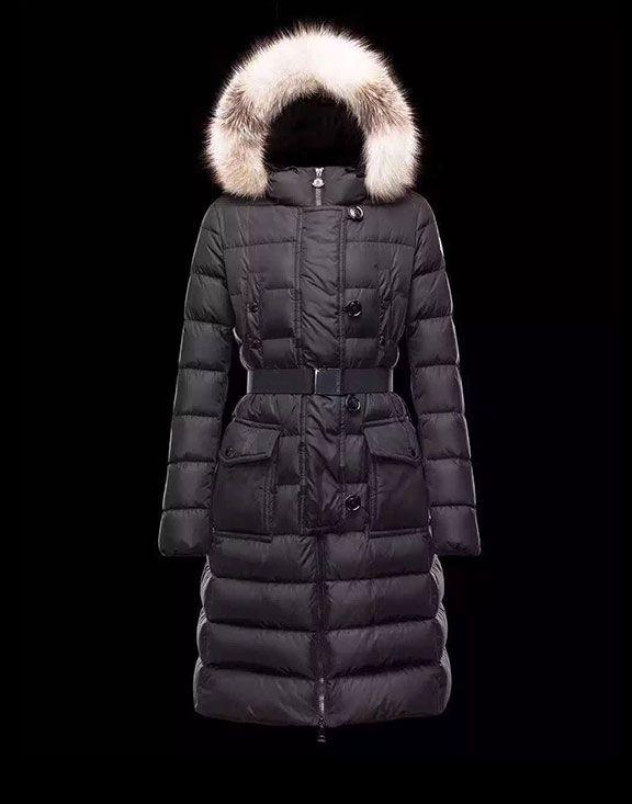 Moncler Coats en línea