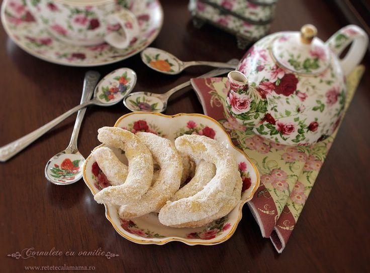 Cornuletele cu vanilie sau vanillekipferl, asa cum le-am cunoscut eu in copilarie, sunt unele dintre cele mai delicioase prajiturele pentru ceai sau cafea. Practic, cornuletele cu vanilie sunt niste...