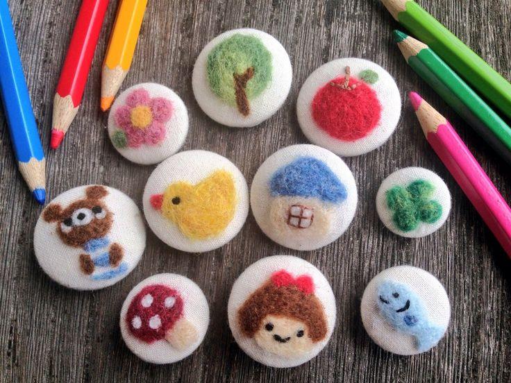 ダイソーのくるみボタンと羊毛フェルトで色鉛筆で描いたようなほんわか可愛い♪くるみボタンが簡単にできるんです!!☆ 羊毛フェルト初心者の方にもオススメ!世界にひとつのオリジナルボタンを作ってみましょう♡