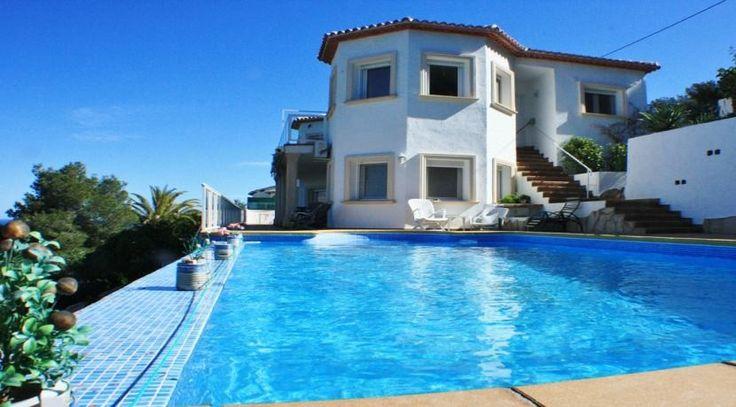 Hochwertige Neubauvilla mit atemberaubendem Blick an Spaniens Ostküste. Weitere Ferienimmobilien in Spanien in Top-Lagen finden Sie unter: http://www.ott-kapitalanlagen.de/immobilien-spanien.html