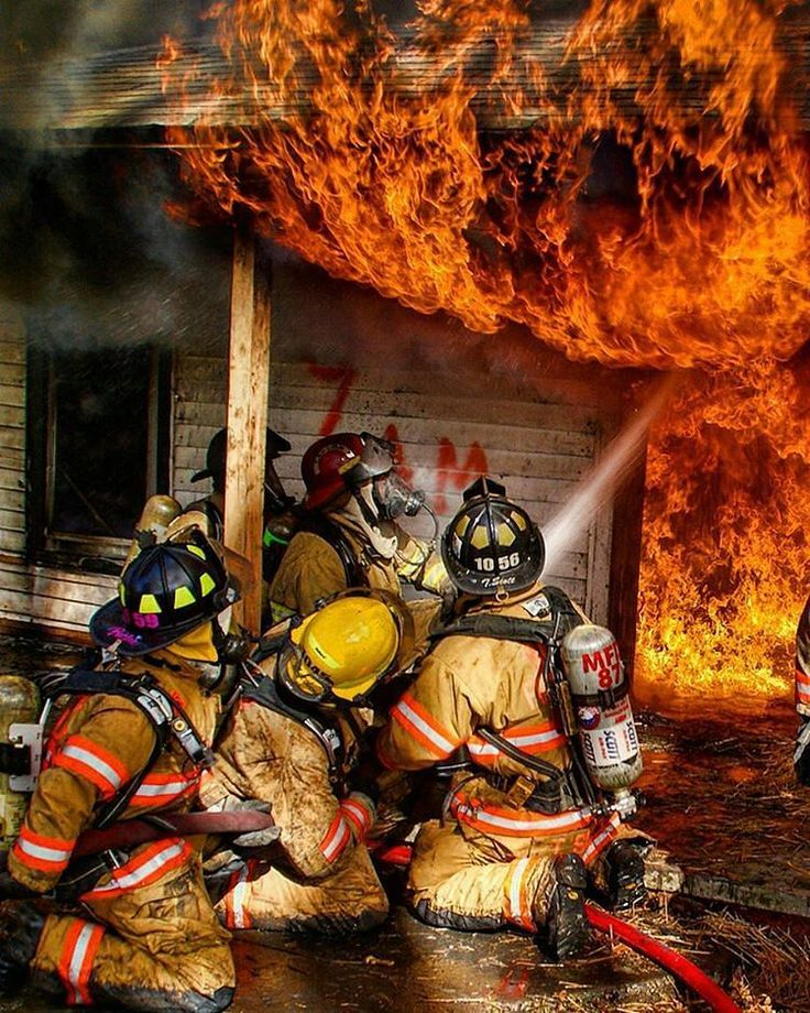 """FEATURED POST @fitfirefighters - """"A leader's job is not to do the work for others it's to help others figure out how to do it themselves to get things done and to succeed beyond what they thought possible."""" Simon Sinek (Photo Shared Via Flickr.com) ___Want to be featured? _____ Use #chiefmiller in your post ... . CHECK OUT IT! Welcome to Safe Fleet offering some of the most rugged and respected brands in the industry. Elkhart Brass FRC FoamPro &ROM head up the Safe Fleet Emergency…"""