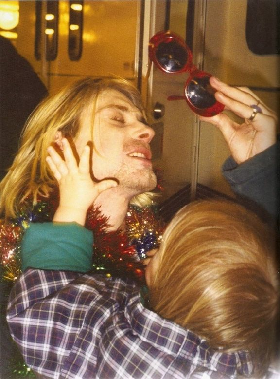 Here is a collection of rare photos of Kurt Cobain with his baby daughter