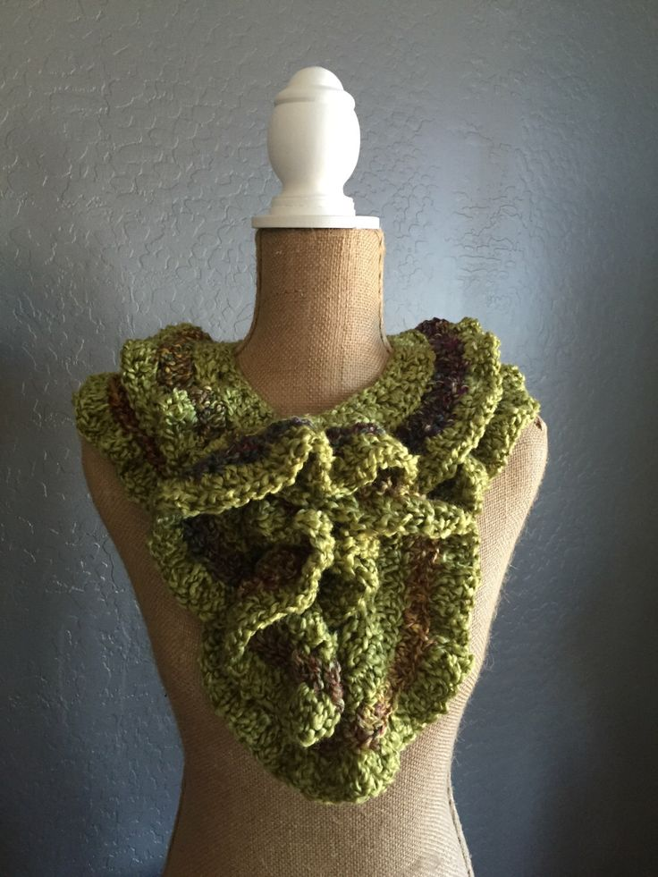 "SPRING Crocheted Ruffle Potato Chip Scarf: Scarf in ""Green Apple"" and ""Fiesta"" by MyOnDemandStyle on Etsy https://www.etsy.com/listing/267796695/spring-crocheted-ruffle-potato-chip"