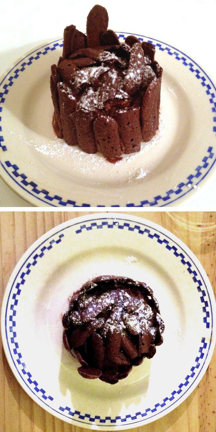 Le concorde, grand classique de Lenôtre alliant meringue au chocolat et mousse au chocolat. Fan de chocolat vous allez adorer! Recette du livre All my Best de Julie Andrieu, je le fais en version individuel.