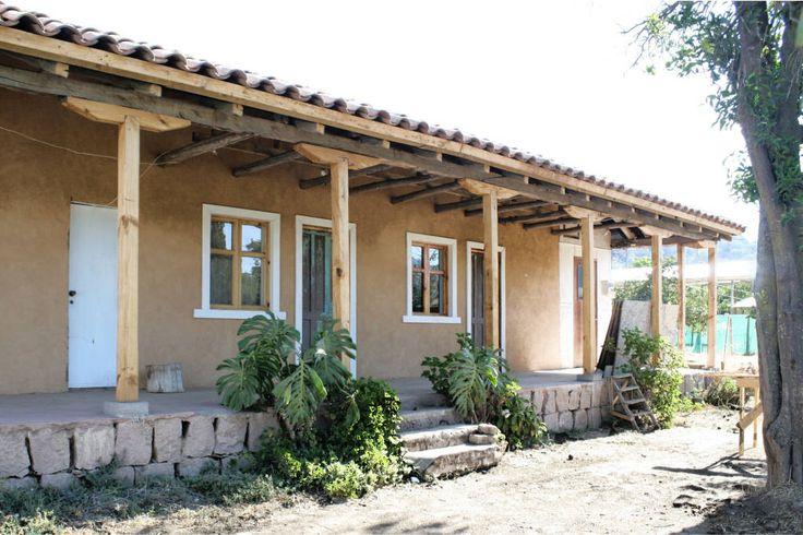 Un porche angosto para una casa rural.