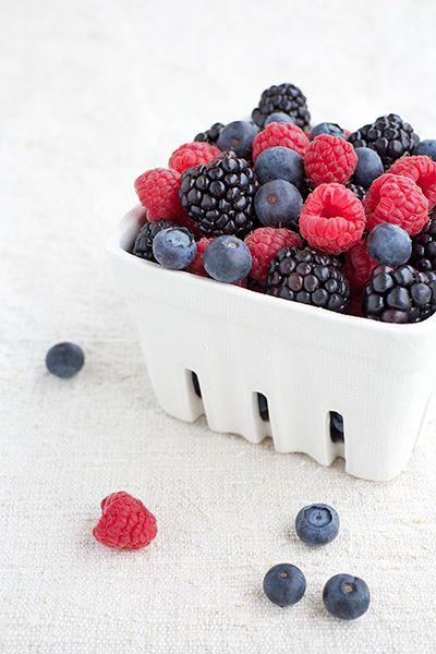 frutti di bosco buonissimi con mille proprietà versatili in cucina (in secondi creativi, torte, macedonie, a colazione in aggiunta di yoghurt e muesli).. soft fruits so healthy and tasty!