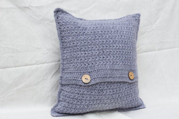 @torvaigdesigns I just love a crisp and classic pillow cover!!!