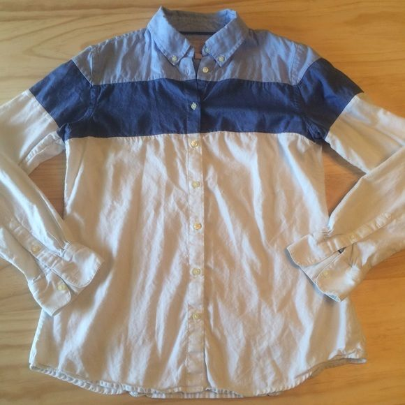 BR Oxford Shirt Great condition blue and white women's Oxford shirt. Banana Republic Tops Button Down Shirts