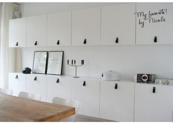 Ik heb gekozen voor Ikea besta kasten. Dit is een kasten systeem met veel mogelijkheden qua afmetingen en frontjes. De frontjes heb ik voorzien van leren handgrepen van nu-interieurontwerp.