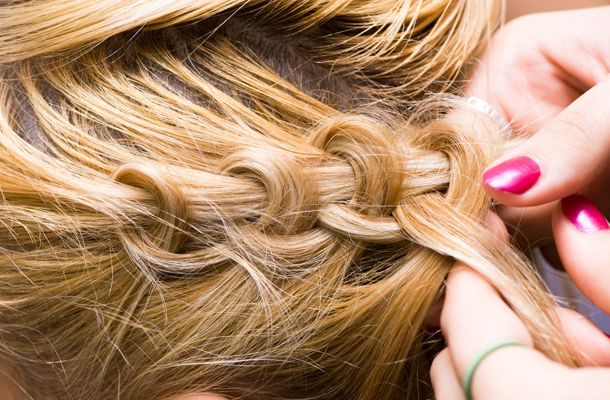 Egyszerű, mégis nagyszerű fonott frizura - Retikül.hu