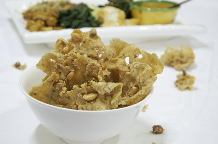 Indonesian Medan Food: Peyek ( Peanut Crakers )