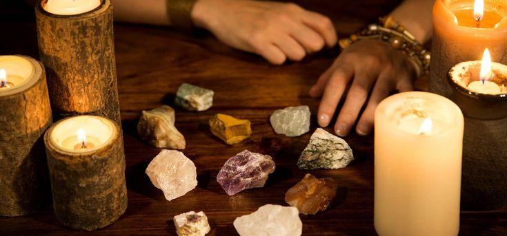Každý znás jistě věří. Věří vněco hmatatelné, ale i neuchopitelné. Prostě věří. Slyšeli jste ale už o teorii, že kámen, nebo minerál může blahodárně působit na vaši osobnost? Podle někoho mají kameny jedinečné vlastnosti, které popisují osobu, která si ji vybrala, nebo ovlivňují její chování. My vám dnes ukážeme několik kamenů a jejich vlastnosti. Opalit …