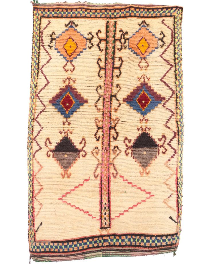 A neutral that stands out. The motifs are lovely. #moroccanrug Shop this rug at 30% off on hawzine.com. Use discount code SEASON30 http://bit.ly/2wLNU5i . . . . . . . #rugsnotdrugs #tribalchic #interiordesigner #interiordecor #modernhome #sodomino#mydomaine #london #stylemepretty #flashesofdelight#styling #thatsdarling #pursuepretty #ihavethisthingwithtextiles #finditstyleit #livethelittlethings #pursuepretty #boholuxe #bohohome #bohemianhome#bohemianstyle #dscolor #dsnicerug #dstexture…