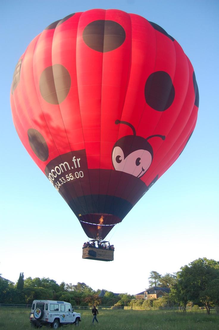 Le décollage est imminent ! Nous sommes prêts à voir le #chateau de Chambiers depuis le ciel !!  http://www.chateauchambiers.com/home/localisation-itineraires-maison-hotes-durtal-angers/