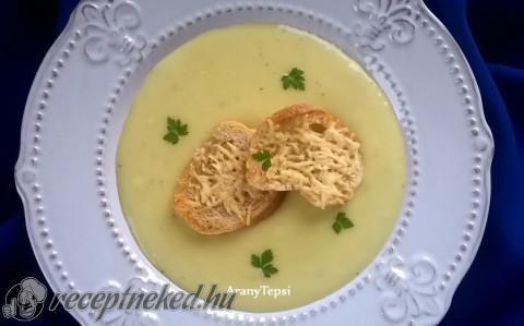 Fokhagymakrémleves sajtos kiflikarikákkal recept fotóval