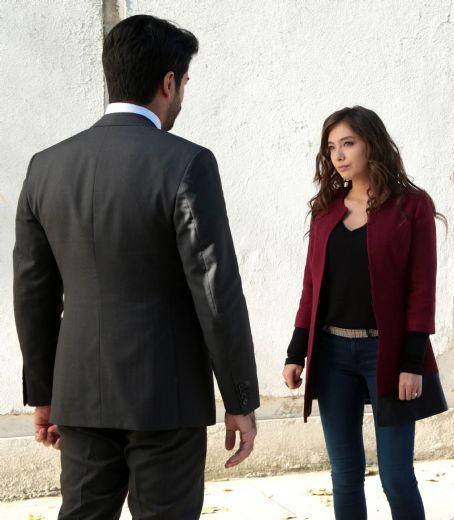 Burak Özçivit - Kara Sevda - Episode 7