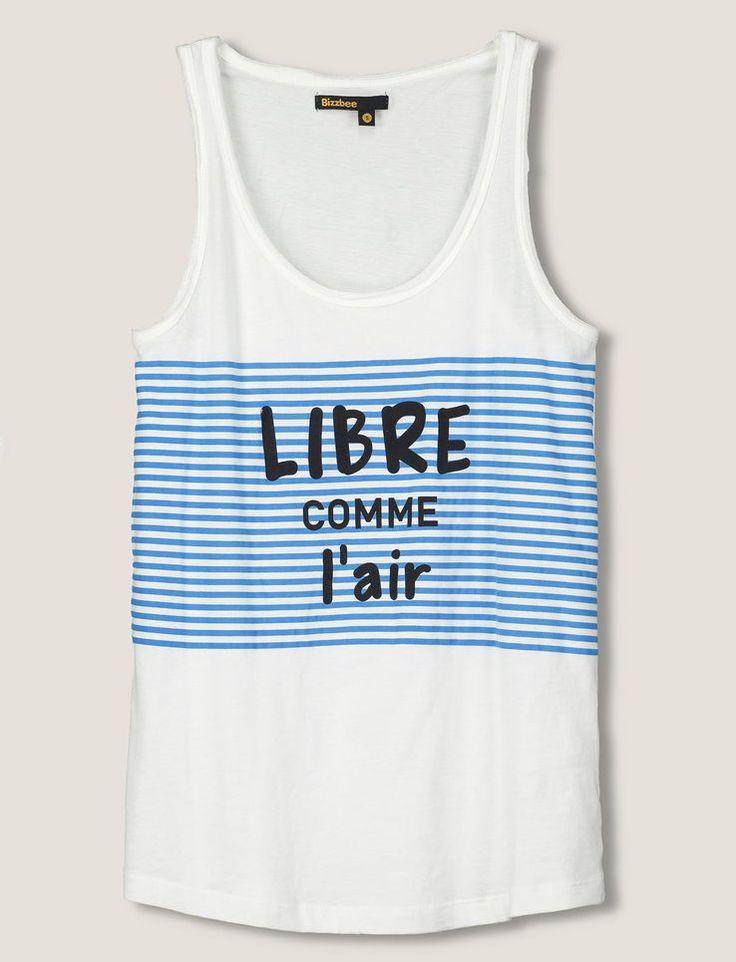 """Débardeur larges bretelles. Fines rayures bleues sur le devant. Message """"Libre comme l'air"""". On aime l'esprit bord de mer de ce t-shirt ! A mixer avec un jean stone."""