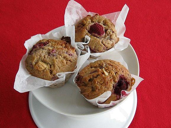 Malinové muffiny s bílou čokoládou
