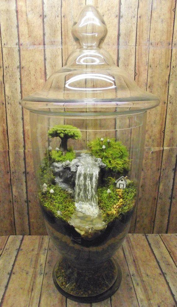 Dies ist ein großer live-Moos-Terrarium!! Es verfügt über eine erstaunliche künstlicher Wasserfall Kaskadierung einer Hand geformte Raku feuerte