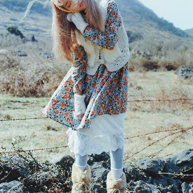 2017 jeju 제주, 바람을 느끼다 Photographer @lee__jaeyong Hair @unique_by_anna 핸드메이드귀도리 @sesame219 - #vintage#winter#jeju#love#instagood#portrait #light#island#wind#mood#look#photography #겨울#제주#바람#햇살#모리걸#색감#귀마개#귀도리#bohemian#hippie#vintagestyle#look#pic #핸드메이드#히피#빈티지#보헤미안#스타일#style