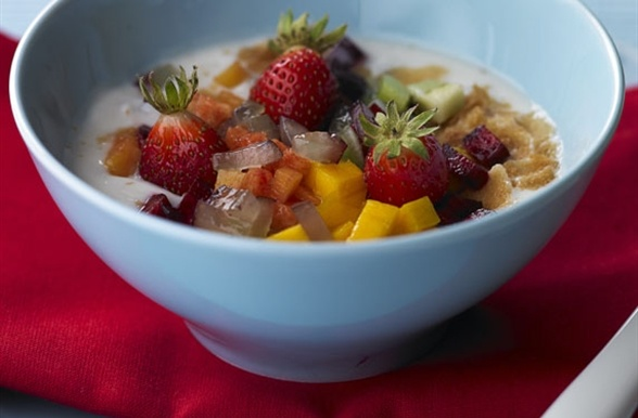 Receita de Salada de Fruta com Iogurte e Cereais FITNESS: Sabor Saudávei, Cereais Fitness, Salad, Cereai Fit, Cauliflower Salad, Sabores Saudáveis