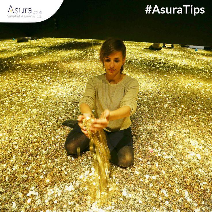 Zaman sekarang, Sahabat Asura perlu meningkatkan penghasilan dengan berinvestasi. Jika gaji Anda besar, cobalah untuk berinvestasi dalam bentuk saham atau properti. Namun, Anda juga perlu belajar mengatur dan mengawasinya. Jika modal Anda terbatas, bisa mencoba investasi dalam bentuk emas atau deposito.