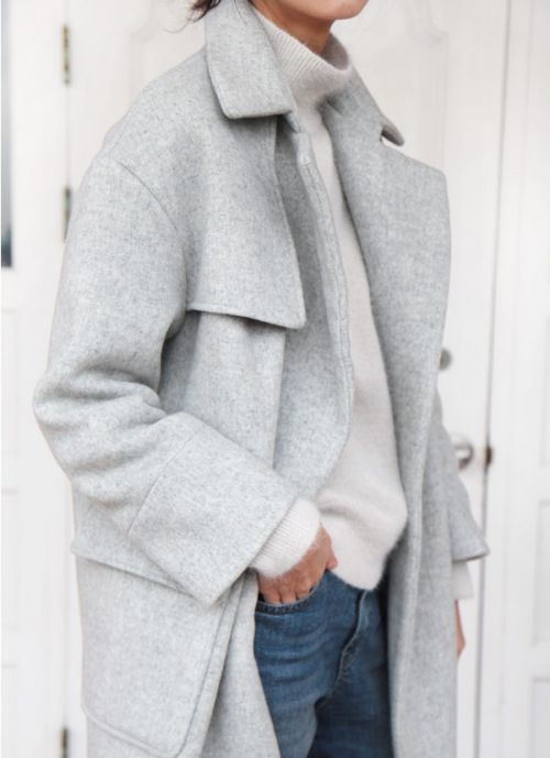 LOUISA nextstopfw | black white outfit fashion streetstyle minimal classic chic coat grey
