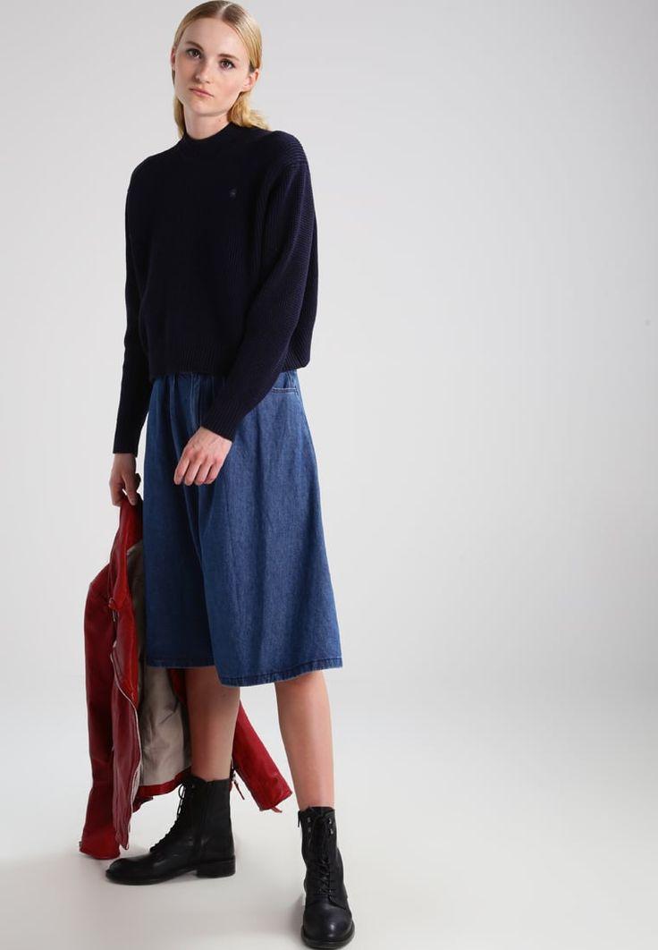 ¡Consigue este tipo de jersey de punto de G-star ahora! Haz clic para ver los detalles. Envíos gratis a toda España. GStar FOGELA R KNIT L/S Jersey de punto sartho blue/black: GStar FOGELA R KNIT L/S Jersey de punto sartho blue/black Ropa   | Material exterior: 100% algodón | Ropa ¡Haz tu pedido   y disfruta de gastos de enví-o gratuitos! (jersey de punto, pullover, lana, knitted, cotton, knit, knits, stitch, cashmere, knitwear, strickpullover, jersey tejido, jersey au tricot, jersey la...