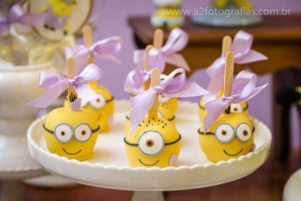 Adorable candy apples at a Despicable Me Minions birthday party! See more party planning ideas at CatchMyParty.com!: