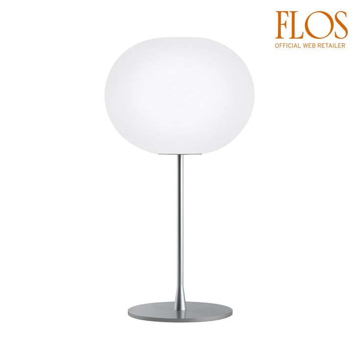 """Articolo: F3025000Glo Ball T2 è una lampada da tavolo dimmerabile a luce diffusa, composta da un diffusore in vetro opalino incamiciato, soffiato a bocca, con finitura esterna acidata e da una ghiera filettata in lega di alluminio pressofusa, con finitura galvanica """"cromatazione alodine"""". La base è in acciaio ad alto spessore, con stelo in tubolare d'acciaio e il supporto del diffusore in lega di alluminio pressofuso, verniciati a liquido di colore grigio. Sul cavo è presente il dimmer…"""
