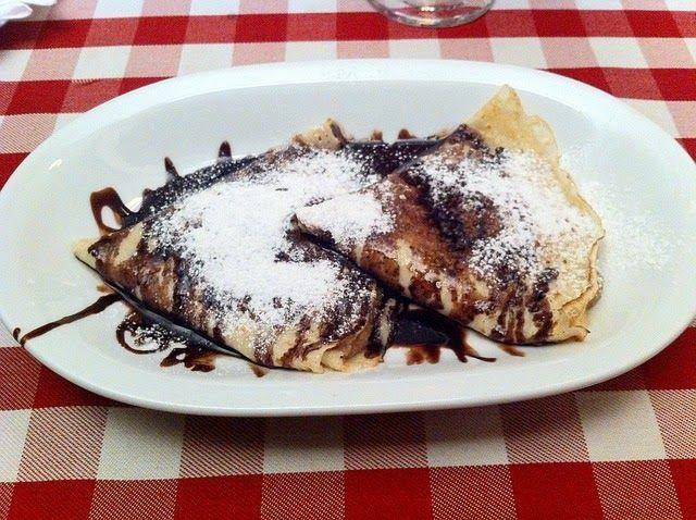 Recette de crêpes Gundel à la crème, aux noix, raisins secs, chocolat, cannelle , Rhum - Un dessert de choix, cuisiné dans la tradition hongroise, idéal pour la Chandeleur, les party crêpes, la période de Carnaval et Mardi-Gras. Cette crêpe sucrée est un incontournable de la cuisine de Hongrie.