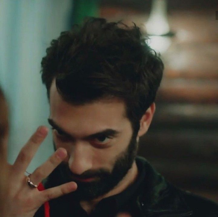 Turkish Series And Celebrities Adli Kullanicinin Poyraz Karayel Panosundaki Pin Burclar Yazar Tarih
