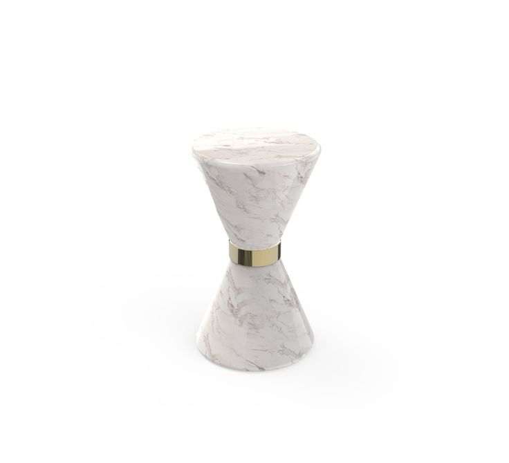 Vinicius Side Table is a perfect example of duality. The white marble contrasts perfectly with the black marble. The golden brass detail in the middle adds a luxurious twist of high end furniture that can convey the same feeling of expensive taste to any kind of interior.
