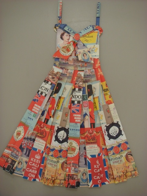 I want one of these: Kirstie Paper, Jubil Dresses, Paper Dresses, Dresses 3 3, Dresses Wall, London Paper, Travel Wardrobes, Paper Ideas, Design Paper