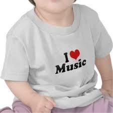 waar een kind een i love music shirt draagt
