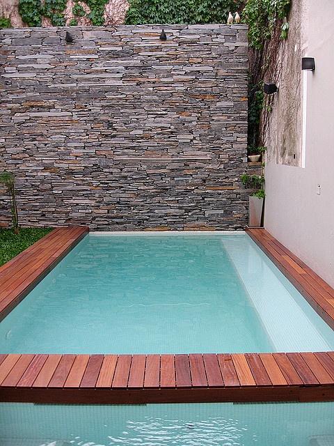 Sobre pared de piedra piscinas pinterest fotos - Piscinas pequenas prefabricadas ...
