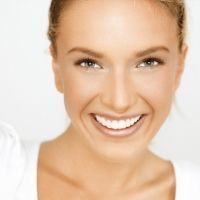 If you are thinking about giving your face a lift, you may want to try one of these organic and natural facelift options that can be used as an alternative to going under the knife.