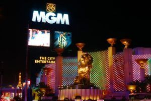 MGM Grand Las Vegas suites-Enter the lavish suites and rooms that define the true meaning of your dream vacation!