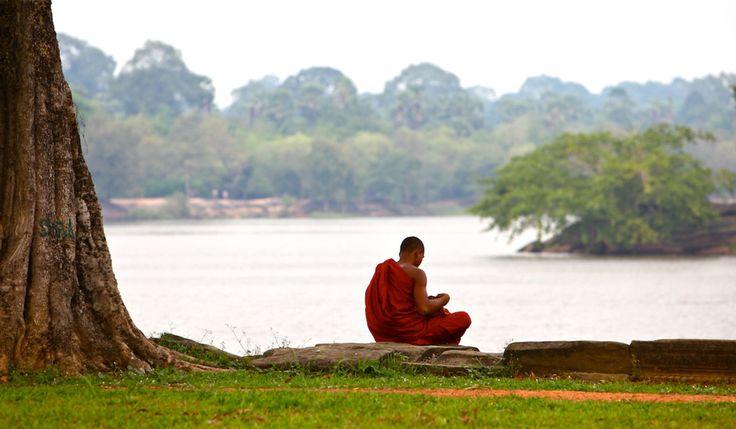 Moine bouddhiste sur les bords du Mékong.